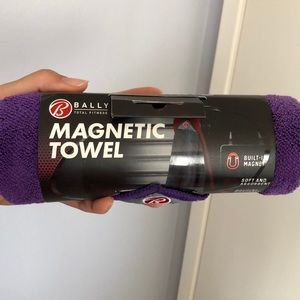 BNWT! Bally's magnetic towel
